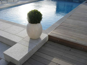 swimming-pool-with-decking